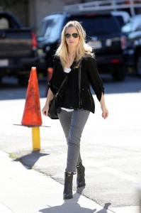 Sarah Michelle Gellar stops off for lunch at Tavern with a friend in Los Angeles